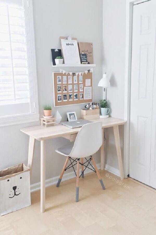decoração clean para cantinho de estudo com escrivaninha de madeira Foto Pinterest