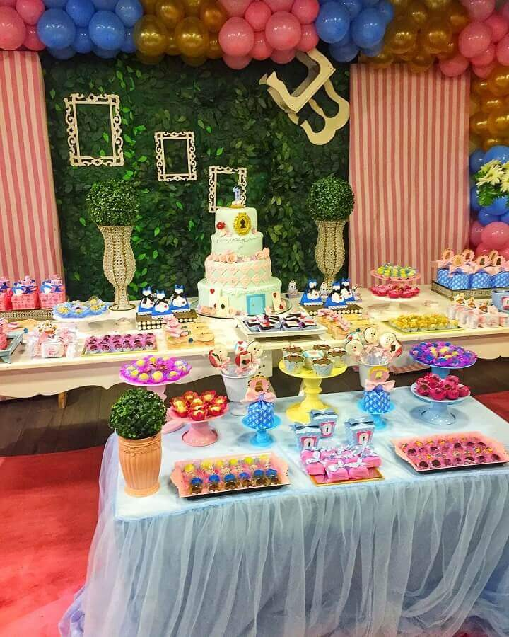 colorful decoration for alice party in wonderland Foto Divinus Atelier