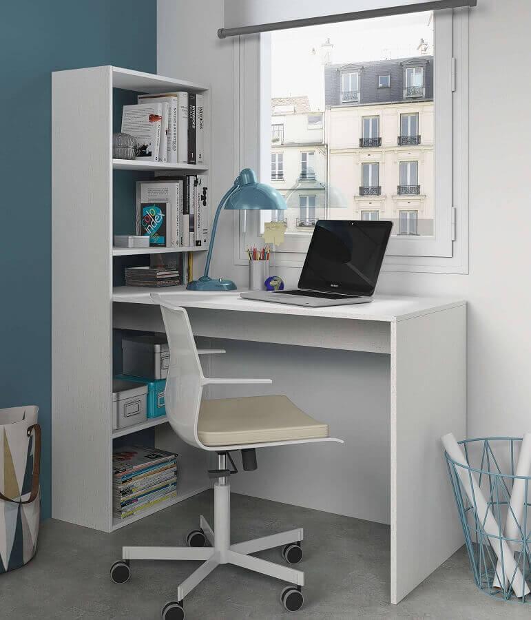 decoração com escrivaninha branca com estante pequena Foto Furniture Factor