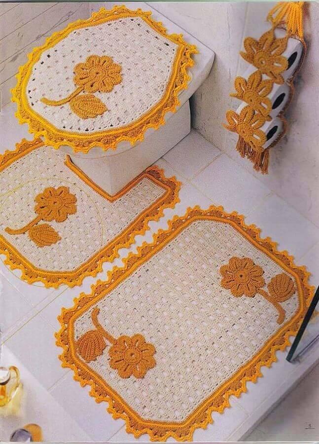 decoração com jogo de banheiro com flores de crochê amarelas Foto Pinterest