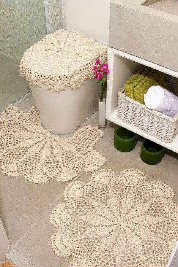 decoração com jogo de banheiro simples em cores neutras Foto Revista Artesanato