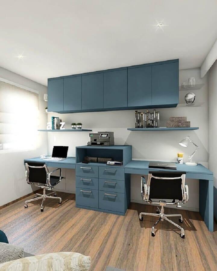 decoração com mesa de escritório com gaveta azul planejada Foto Betania Pachedo Arquitetura