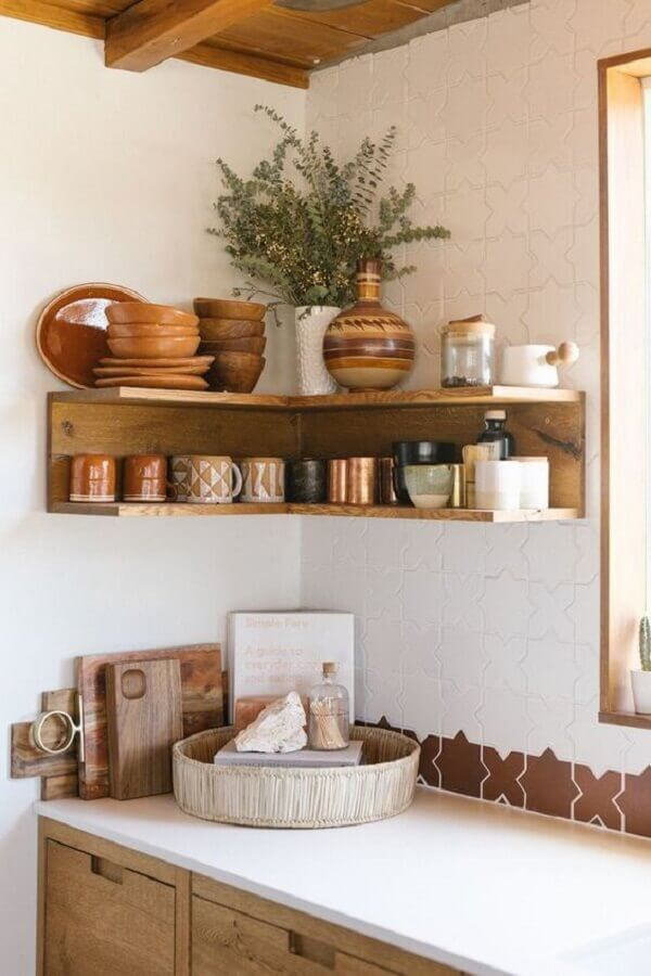 decoração com prateleira de canto para cozinha planejada Foto Arquidicas