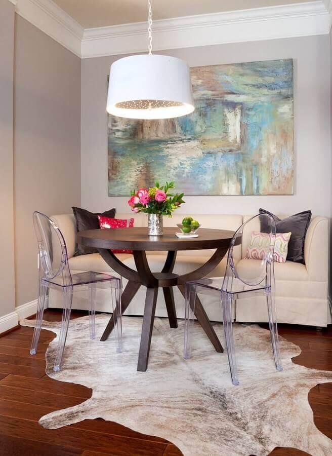 decoração com quadros para sala de jantar abstrato e tapete de couro Foto Só Decor