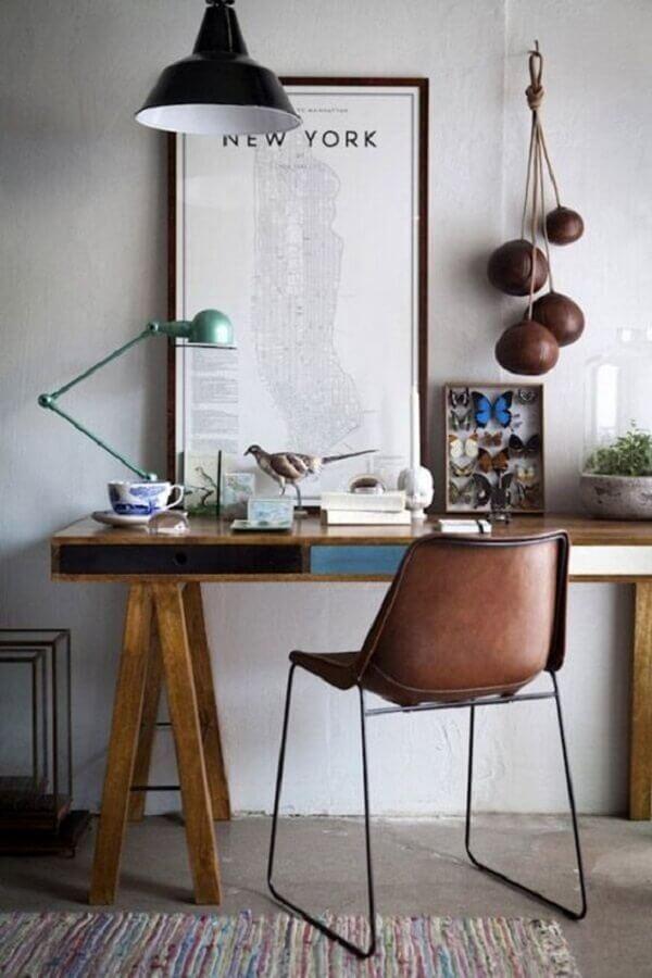decoração de cantinho de estudo com escrivaninha de madeira Foto Reciclar e Decorar