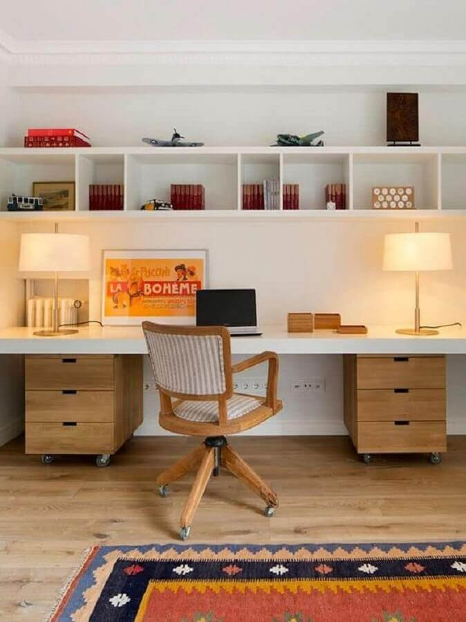 decoração de escritório em casa com cadeira de madeira giratória Foto Pinterest
