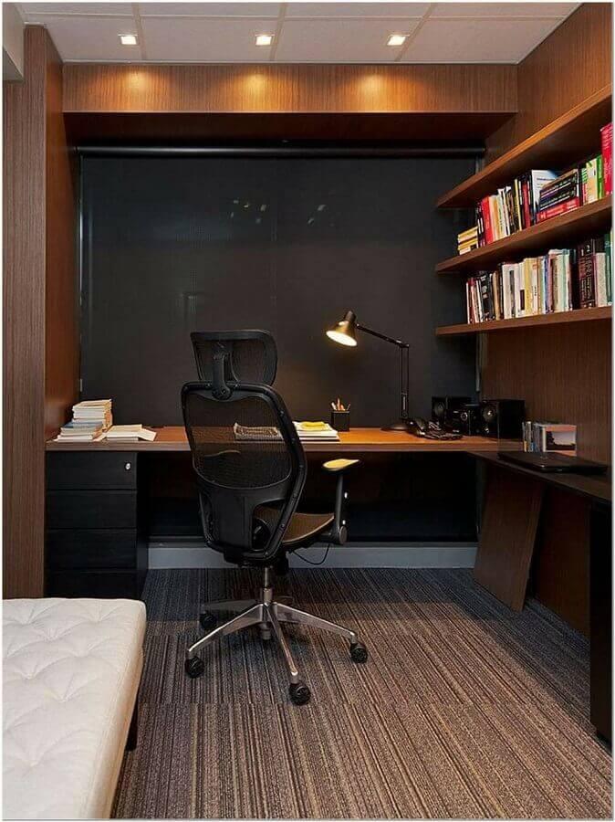 decoração de escritório em casa com móveis de madeira escura Foto Home Fashion Trend