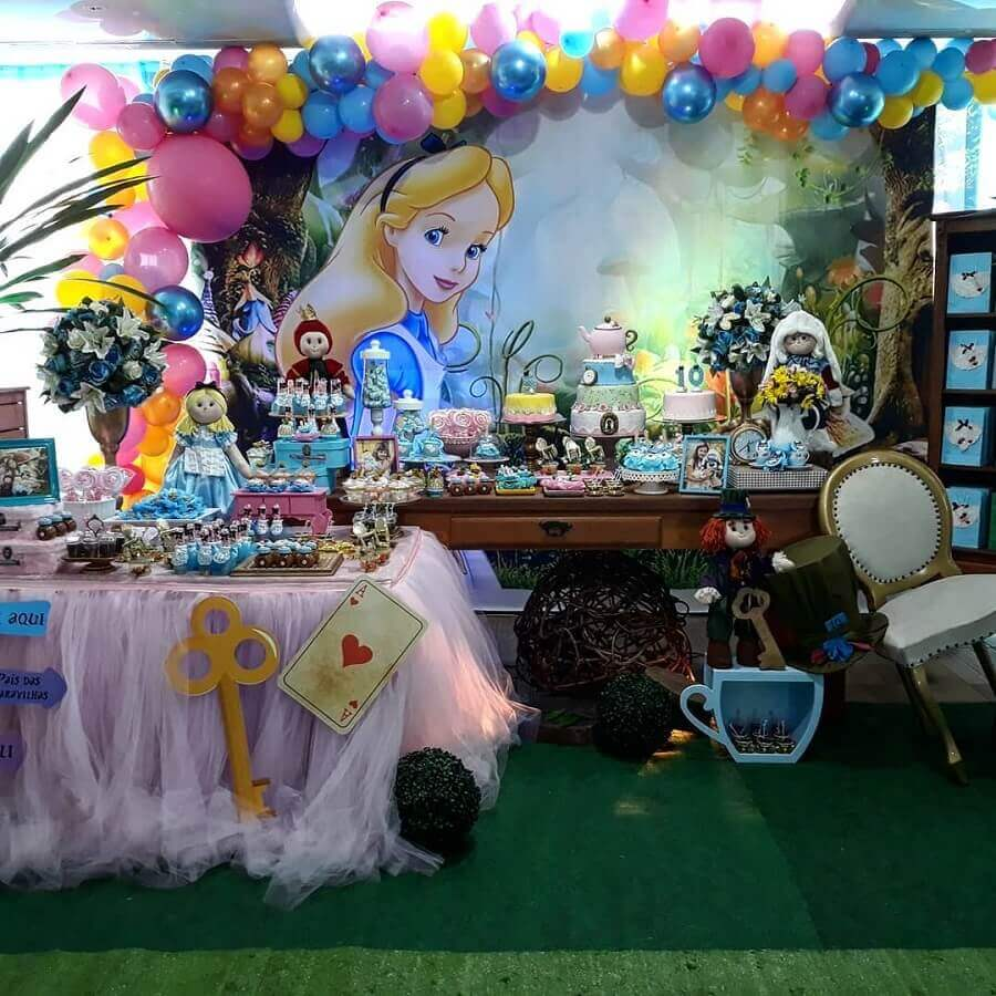 alice party decoration in wonderland with colorful balloons Photo Space Le Petit Parties