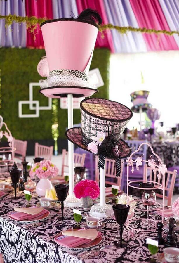 alice party decoration in wonderland with hats Photo Iconic Event Studios