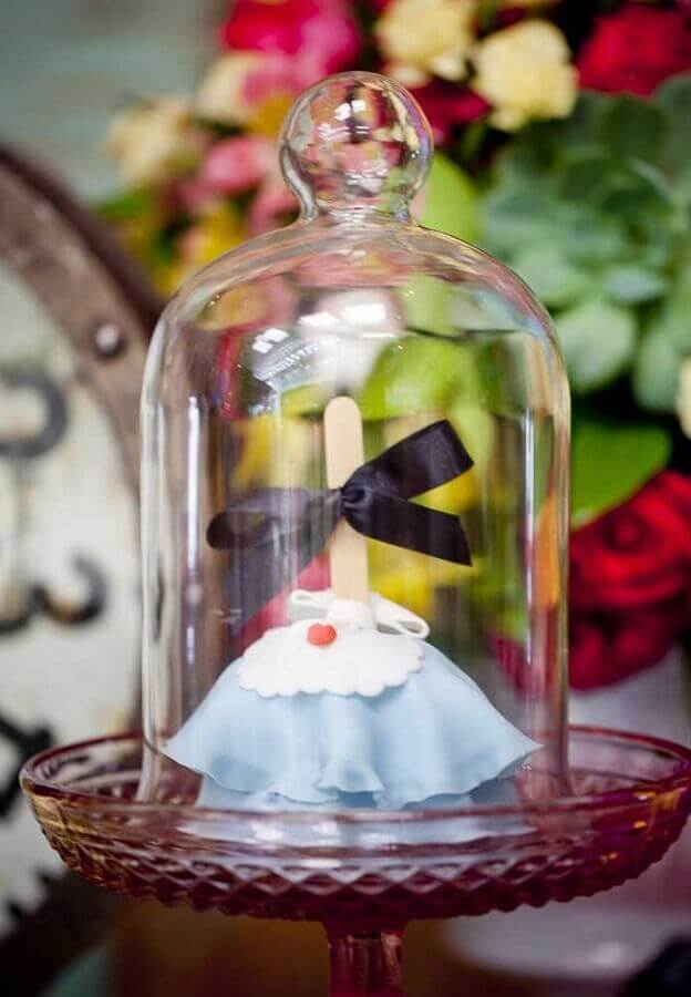 alice party decoration in wonderland with sweets inside bubbles Foto Pinterest