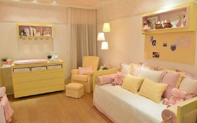 decoração de quarto de bebê rosa e amarelo Foto Pinterest