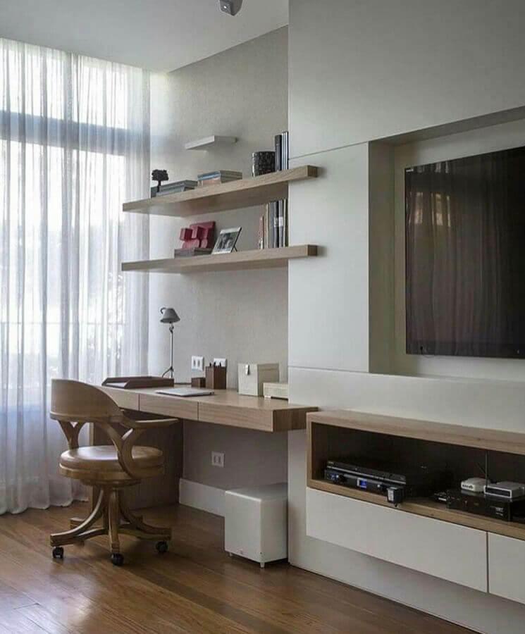 decoração de sala de TV planejada com bancada de madeira para escritório em casa Foto Apartment Therapy