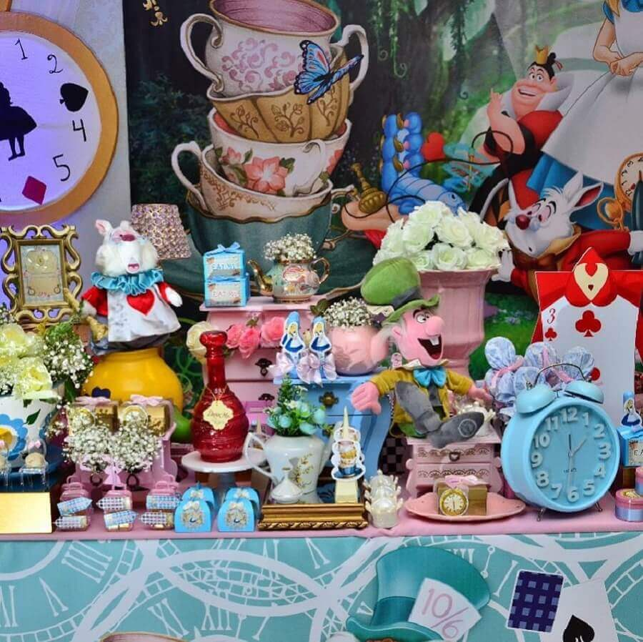 fun decoration for Alice in Wonderland children's party Photo ChicChicChic