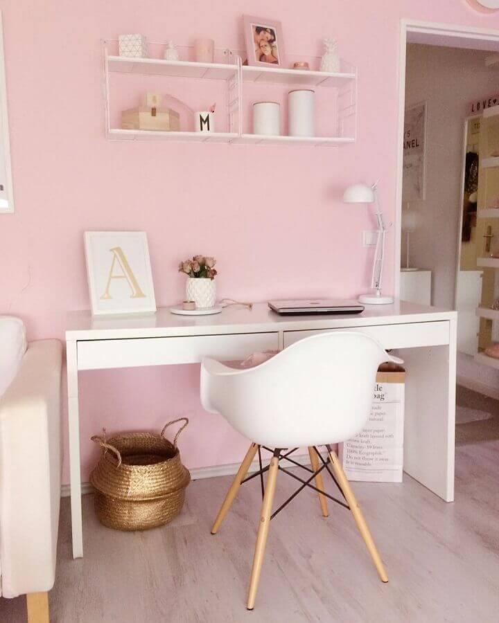 decoração em branco e rosa com mesa para escritório simples branca Foto Futurist Architecture