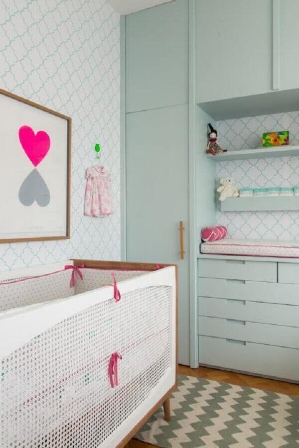 decoração em tons pastéis para quarto de bebê verde e rosa Foto Construção e Design