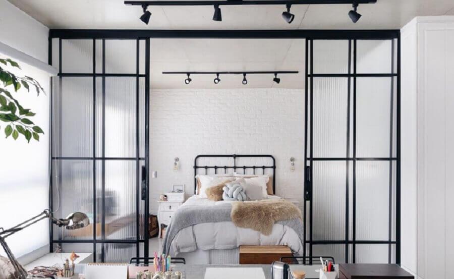 decoração moderna com porta francesa de correr de vidro para quarto Foto Apartamento 203