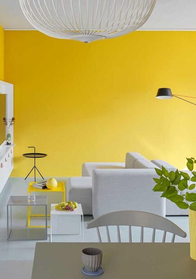 decoração moderna de sala amarela e branca Foto Webcomunica