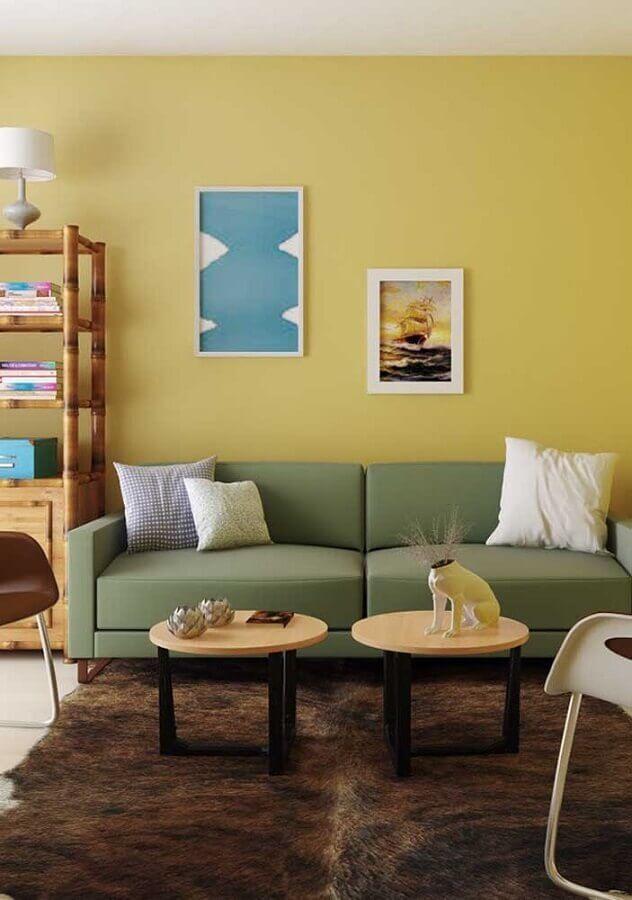 decoração sala com parede amarela e sofá verde claro Foto Architecture Art Designs
