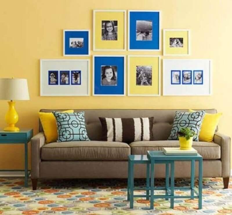 decoração simples para sala azul e amarela Foto Decoratorist