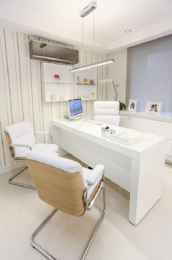 decoração toda branca com mesa de escritório branca Foto Living Gazette
