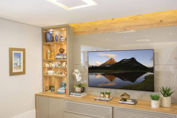 Painel para tv na decoração clássica