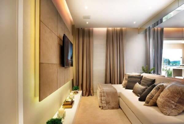 Sala de estar com painel para tv de madeira