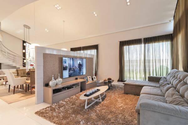 painel para tv é um dos móveis indispensáveis para sua casa