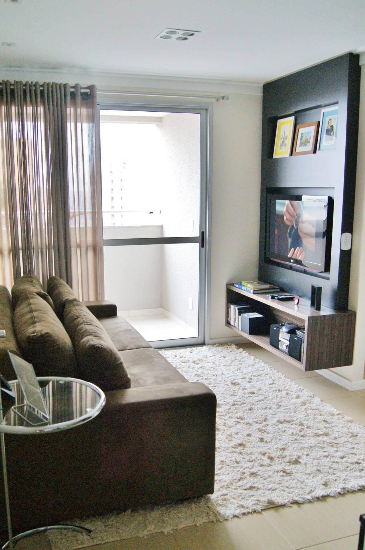 Sala de estar com painel para tv pequeno