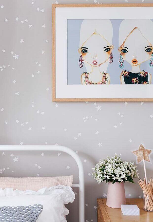delicado papel de parede para quarto de menina cinza com estrelinhas brancas Foto Pinterest