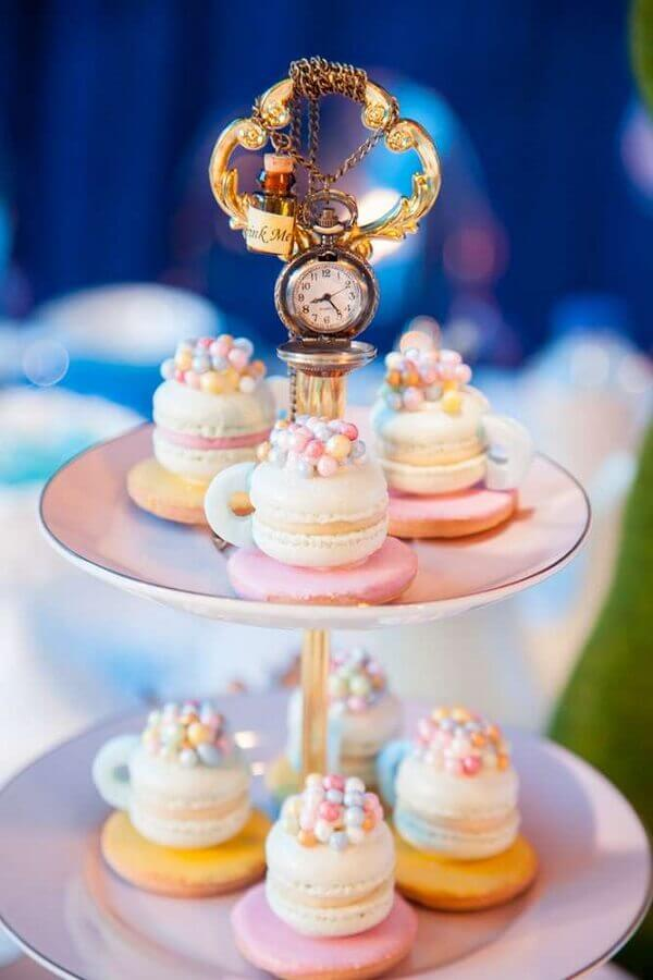 Decorated sweets for fifteenth birthday party Alice in Wonderland Photo Catch My Party