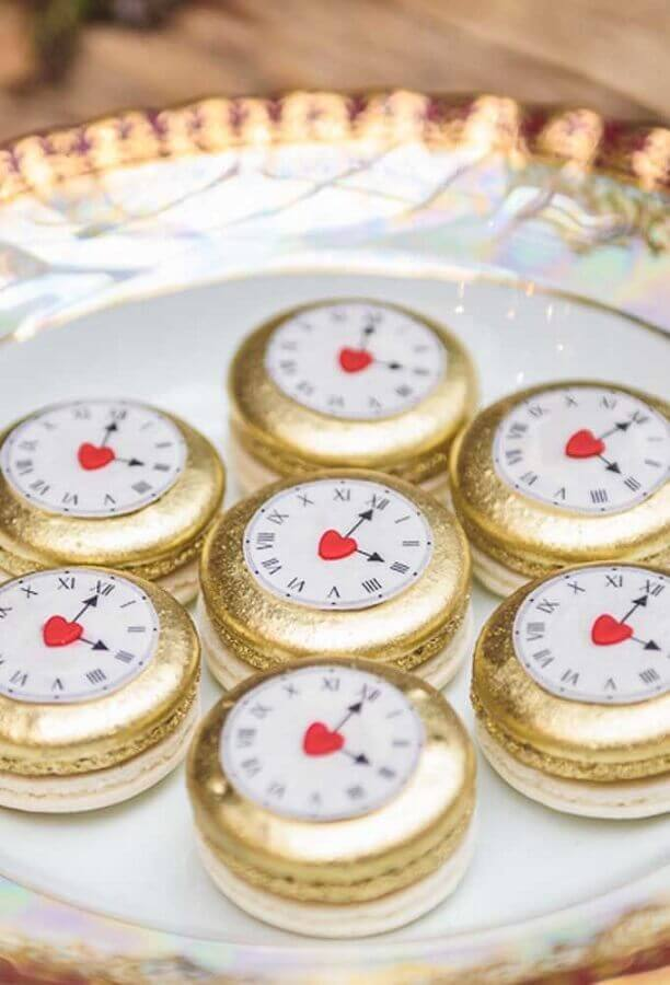 clock shaped candy for alice party in wonderland Photo Catch My Party