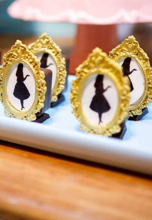 Personalized sweets for fifteenth birthday party Alice in Wonderland Photo Pinterest