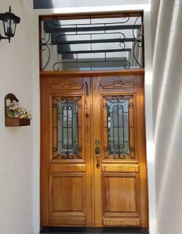 entrada de casa com porta francesa de madeira Foto Pinterest