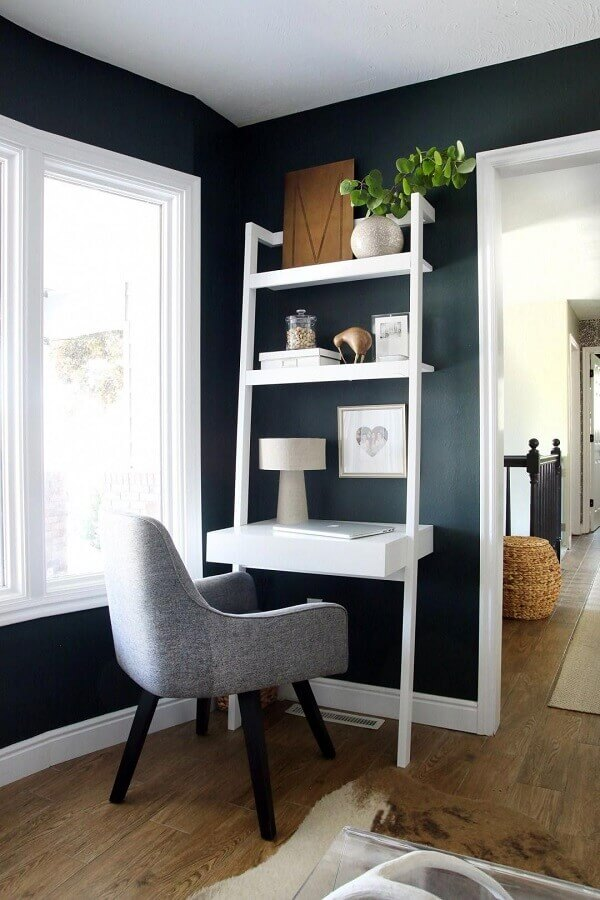 escritório em casa decorado com escrivaninha com estante Foto Futurist Architecture