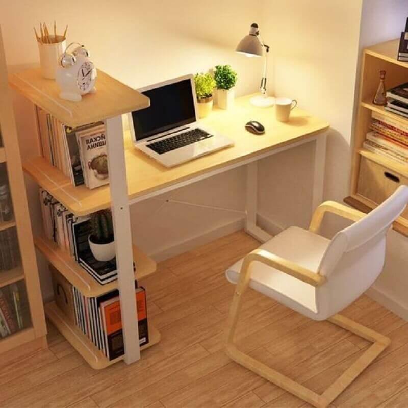 escrivaninha com estante pequena Foto MyDomaine