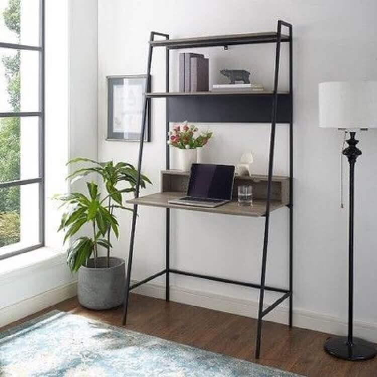 estante com escrivaninha feita em estrutura de ferro Foto Target