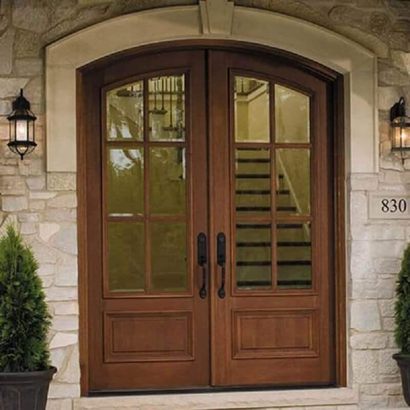 fachada com porta francesa de madeira e vidro Foto Dream Exterior