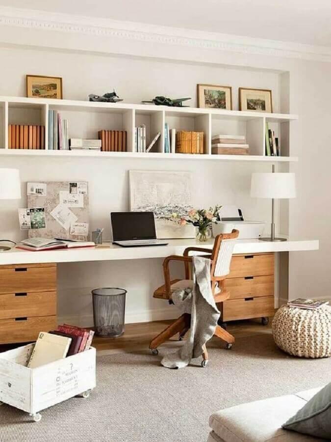 gaveteiro e cadeira de madeira para decoração de escritório em casa  Foto Pinterest
