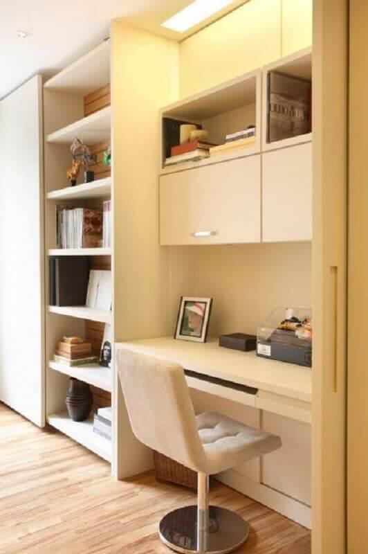 home office planejado com escrivaninha branca com estante Foto Home Fashion Trend