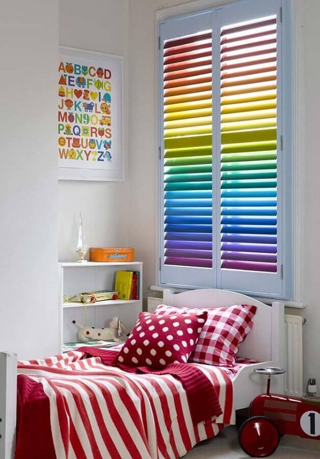 janela colorida para decoração de quarto de menina Foto Decoist