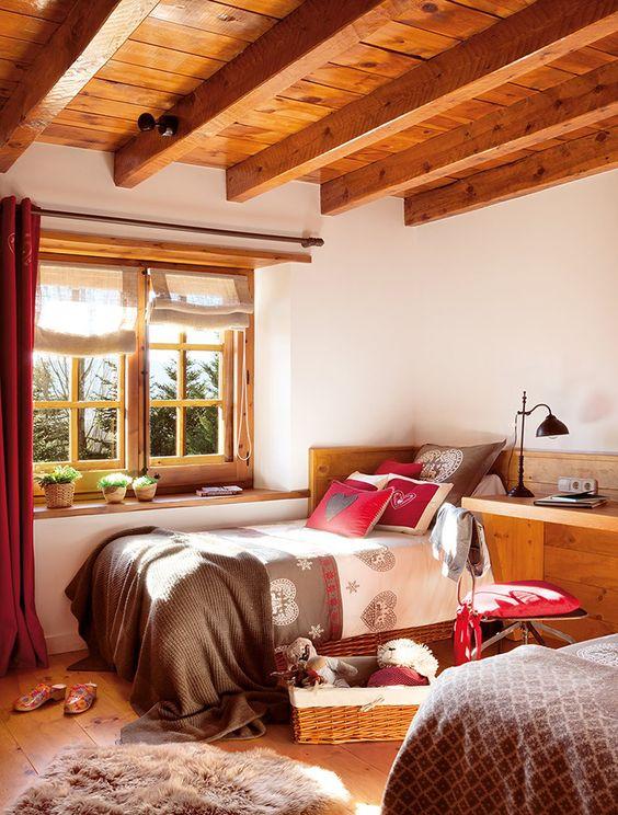 Janela de madeira para quarto iluminado