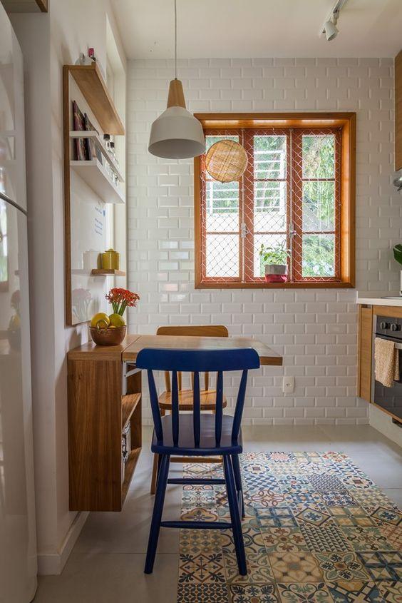 Janelas de madeira simples para cozinha pequena