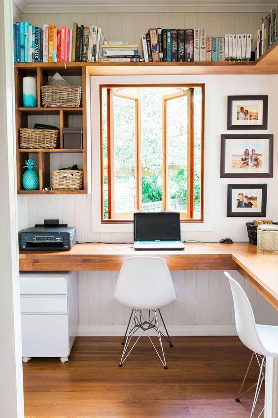 Janela de madeira no home office