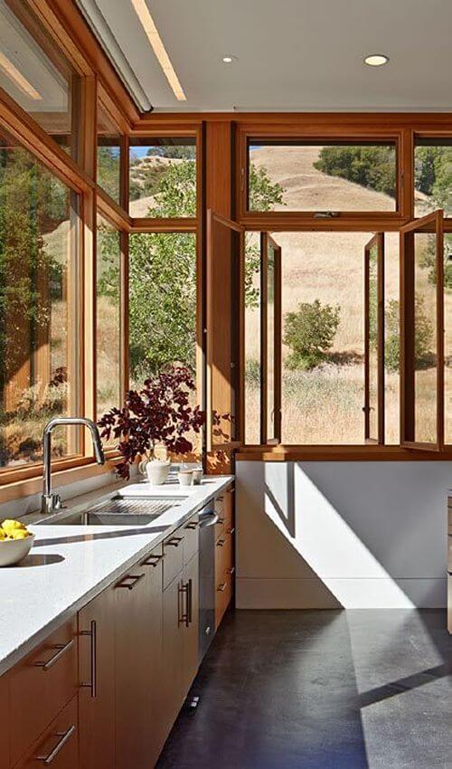 Janela de madeira para cozinha ampla