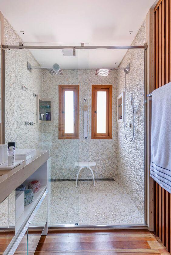 Janelas de madeira para banheiro simples e fosca