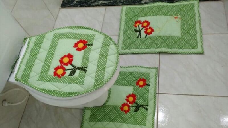 jogo de banheiro em patchwork com flores Foto Pinterest