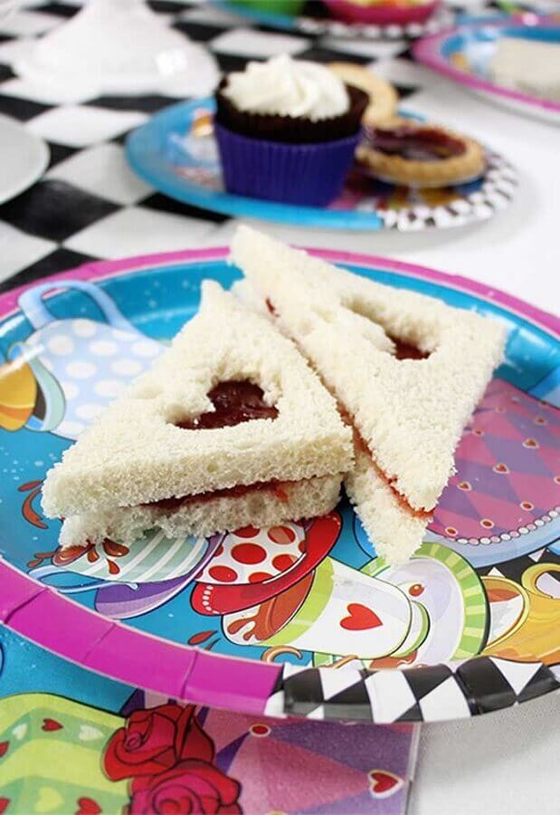 kids party for Alice in Wonderland Photo Sweet Decor