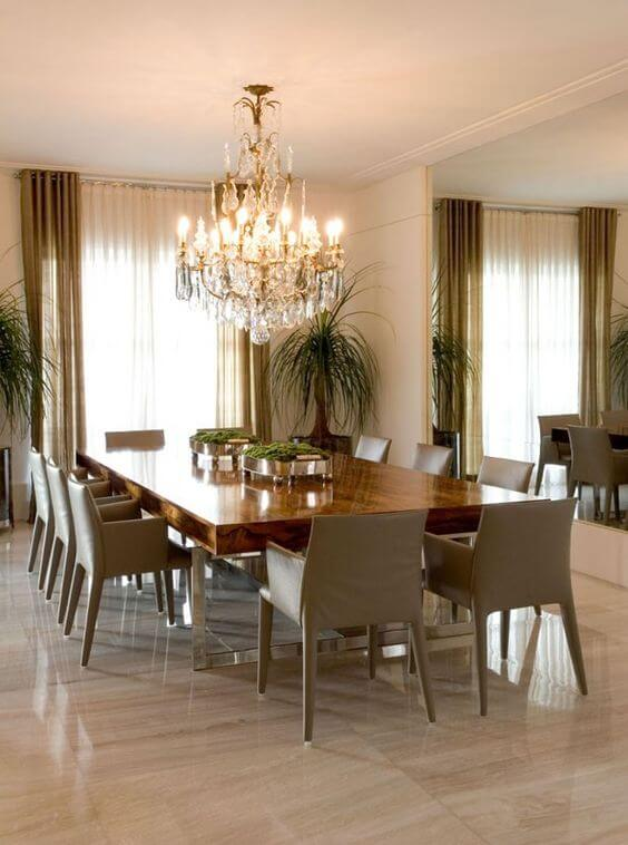 Lustre antigo e luxuoso para sala de jantar