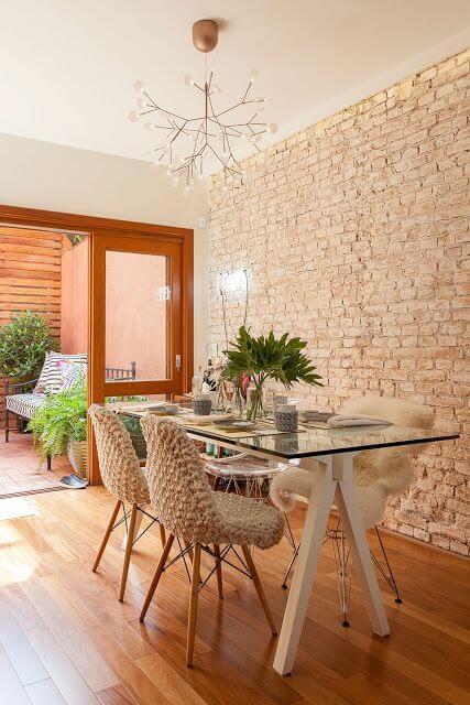Lustres modernos são lindos para a decoração de sala de jantar