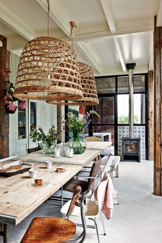 Use o lustre de madeira para decorar varandas e ambientes rústicos